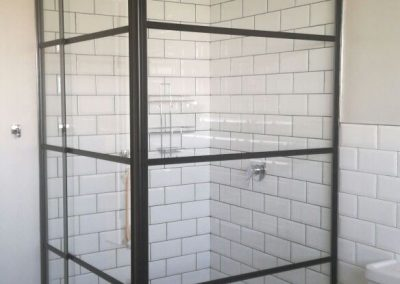 RUSTIC (BLACK FRAMED) SHOWER