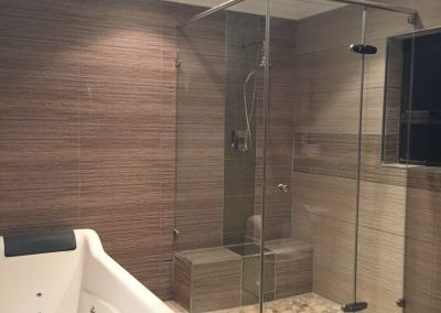REFLECTION SHOWER WITH HEADER RAIL
