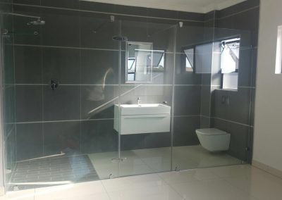REFLECTION SHOWER AND ENCLOSURE