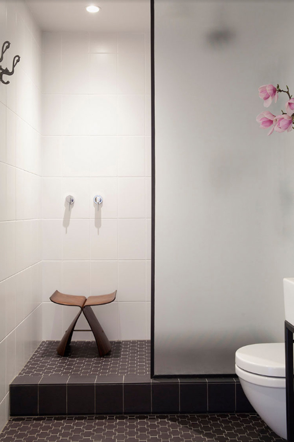 Black Frame with Frosted Glass | Black-Framed Shower