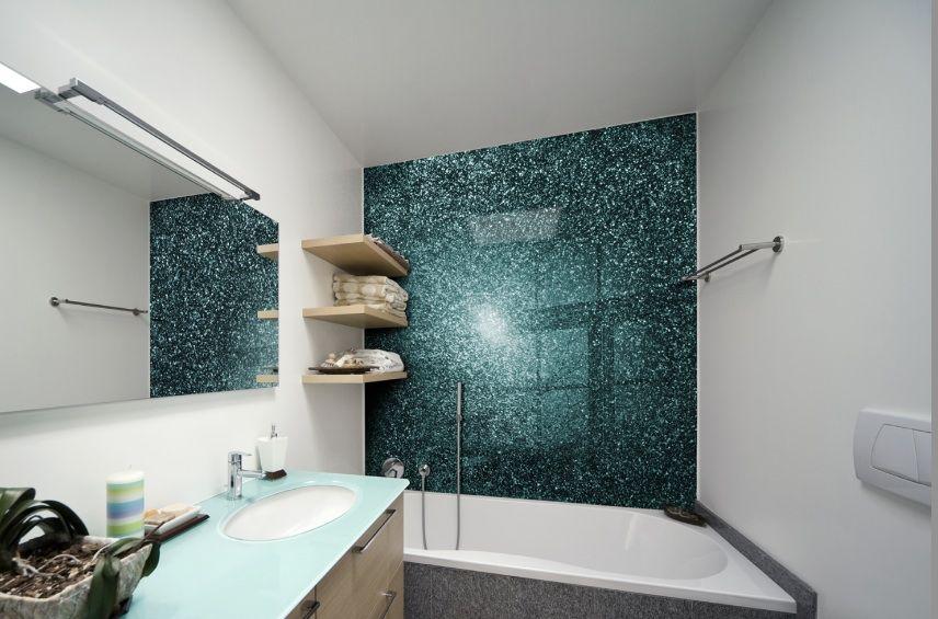 Glass Splashback on wall behind bath