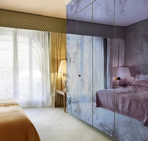 Mirror Glass Splashback on Closet Doors
